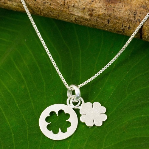 Necklace Woman with shamrock