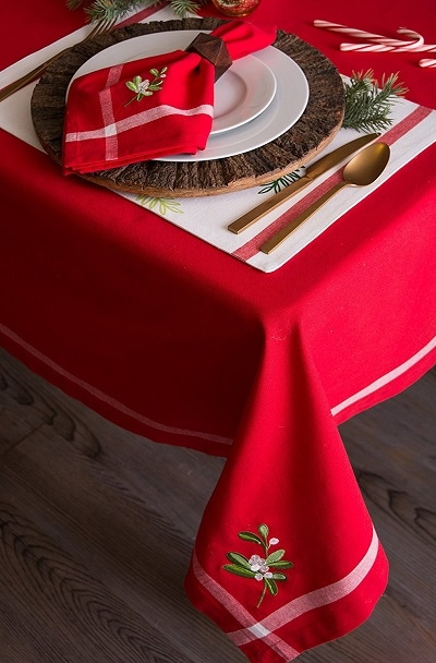 Embroidered Mistletoe Christmas Tablecloth