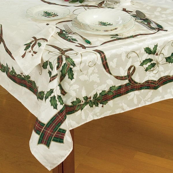 13 Stylish Tablecloths For Christmas